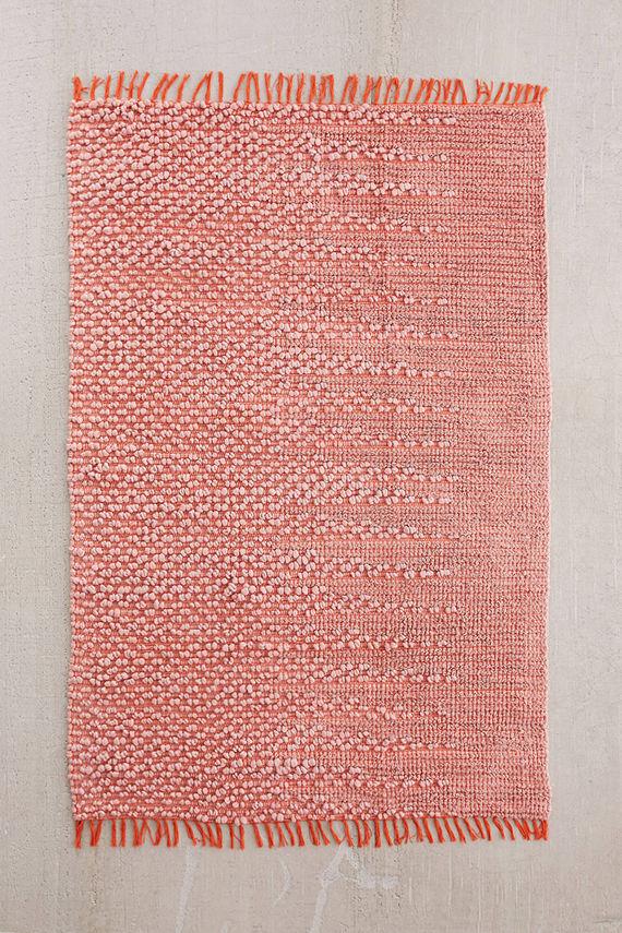 שטיח בצבע קורל של פייברס
